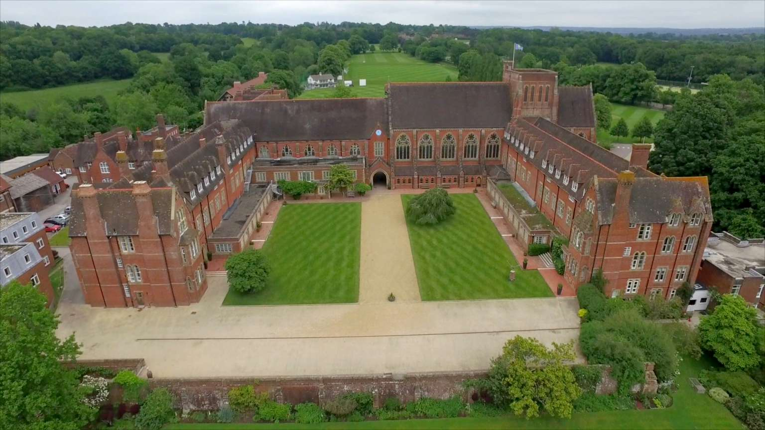 Aerial_of_Ardingly_(2)